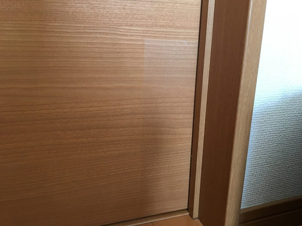 ドアに貼った傷防止シール