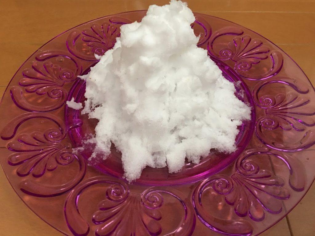 お皿に盛った雪