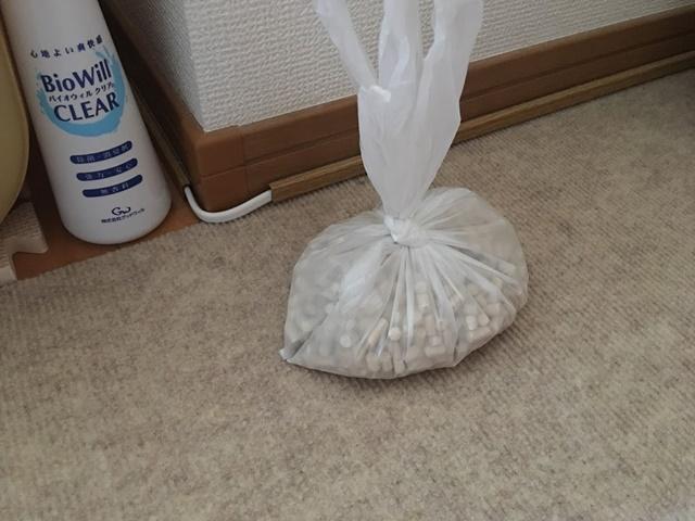 ビニール袋にいれたデオトイレのサンド